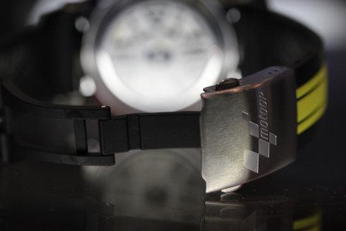 レア スイスブランド TISSOT T-RACE Moto GP 2012 Limited Edition バックル部分の画像