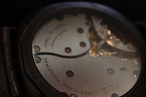 手巻きメカニカルムーブメント、径16 ½リーニュ 、厚さ5.3mm、21石、グリュシデュール