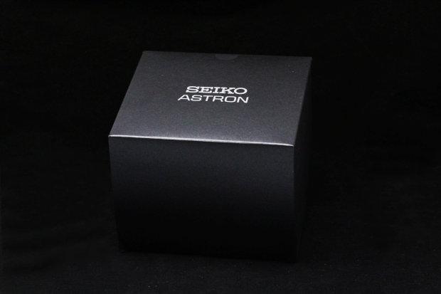 セイコー アストロン スポーティーライン GPSソーラー Cal.8X82 クロノグラフ 日付表示 パワーリザーブイン