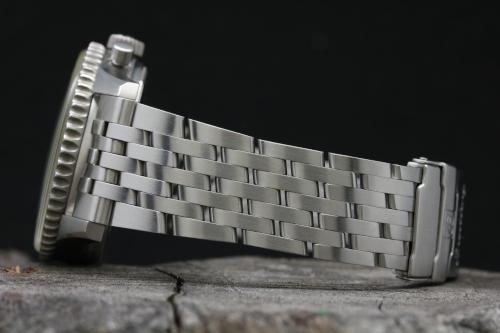 ベルト部分の画像 ブライトリング ナビタイマー ファイターズ A13330