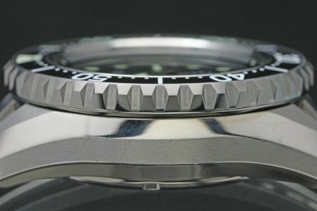 SBDB027 ケースサイド 横からのベゼル部分の画像